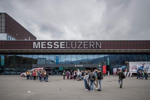 Die Bildungsmesse Zebi findet zum elften Mal statt und zieht jedes Jahr tausende Schülerinnen und Schüler an. (Bild: Pius Amrein, 8. November 2018)
