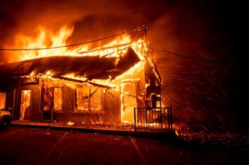 Die Stadt Paradise ist für die Anwohner zurzeit wohl mehr Hölle als Paradies. (AP Photo/Noah Berger)