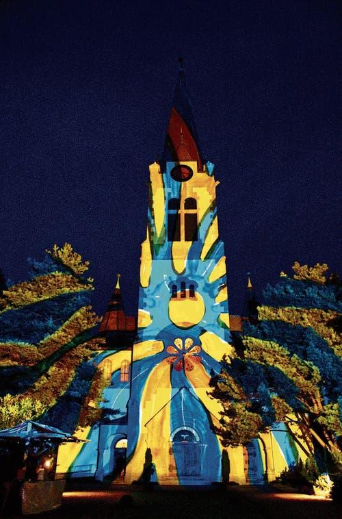 Lichtkünstler Gerry Hofstetter ist nicht zum ersten Mal im Rheintal: In der Adventszeit 2006 beleuchtete er zeitgleich sowohl die katholische (links) als auch die reformierte Kirche in Altstätten. (Bild: Bilder: René Jann)