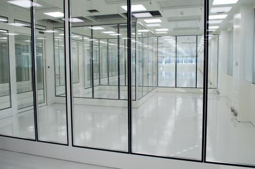 Die Reinräume - ein Teil davon genügt den Ansprüchen zur Produktion von implantierbaren Systemen - sind einer der wichtigsten Teile des neuen Gebäudes. (Bild: Boris Bürgisser, Sachseln, 9. November 2018)