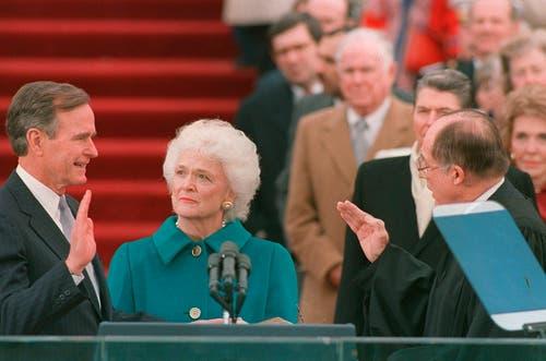 George H.W. Bush wird 1989 als 41. Präsident eingeschworen. (Bild: AP Photo/Bob Daugherty, File)