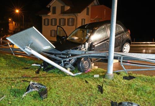 Hasle - 10. DezemberBei einem Autounfall sind in der Nacht auf Montag zwischen Hasle und Entlebuch zwei Personen verletzt worden.