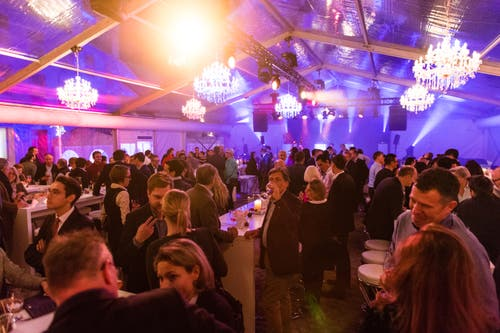 Viele Gäste wohnten der Eröffnung bei. (Bild: Roger Grütter (Andermatt, 11. Dezember 2018))