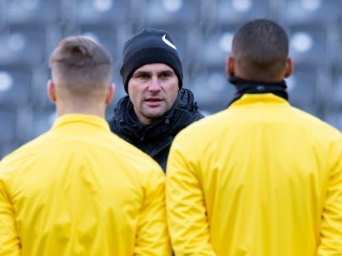 Gerardo Seoane stellt seine Spieler auf das letzte Champions-League-Spiel der Saison ein (Bild: KEYSTONE/ANTHONY ANEX)