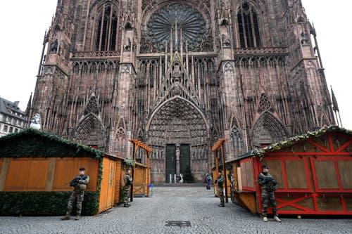 Der Strassburger Weihnachtsmarkt bleibt am Tag nach dem Anschlag geschlossen. (Bild: EPA/Patrick Seeger)