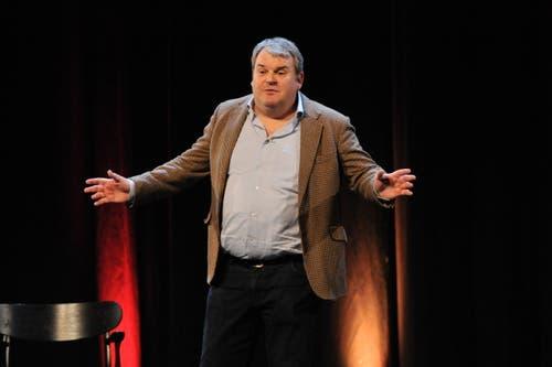 Komiker Mike Müller als Gemeindepräsident. (Bild: Urs Hanhart, 27.11.2018)