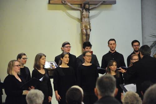 Der Jugendchor St. Martin sang im Rahmen der Dezembertage in der Spitalkapelle. (Bild: Urs Hanhart, 2.12.2018)