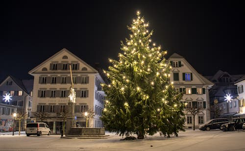 Blick auf den Stanser Dorfplatz. (Bild: Marcel Bühler (16. Dezember 2018))
