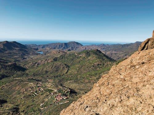 Blick in den Südwesten von Gran Canaria mit den Stauseen Presa de Chira und Presa de las Ninas (Bild links). In der Schlucht Barranco de las Vacas. (Bild: Bilder: René Forrer/PD)