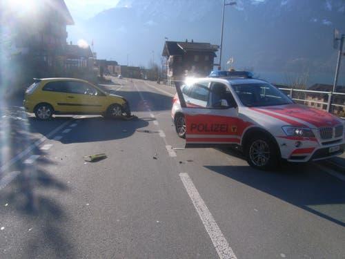 Flüelen - 13. Dezember 2018Ein Autofahrer stösst mit einem Polizeifahrzeug zusammen. Verletzt wurde niemand.
