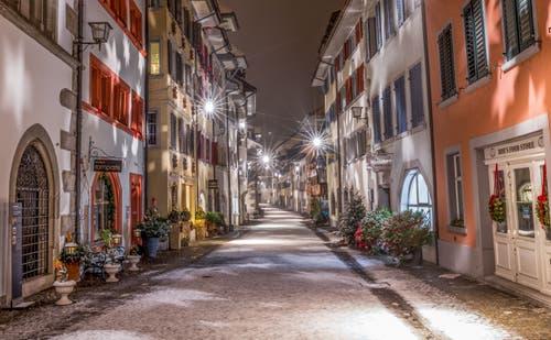 Winterliche Stimmung in der Zuger Altstadt. (Bild: Daniel Hegglin (Zug, 16. Dezember 2018))