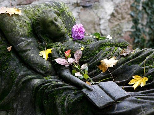 Fast 65'000 Menschen sind im Jahr 2016 in der Schweiz gestorben. (Bild: KEYSTONE/AP/WINFRIED ROTHERMEL)