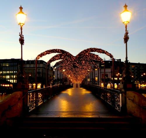 Leuchtenstadt wie es schöner fast nicht sein kann. (Bild: Walter Buholzer (Luzern, 2. Dezember 2018))