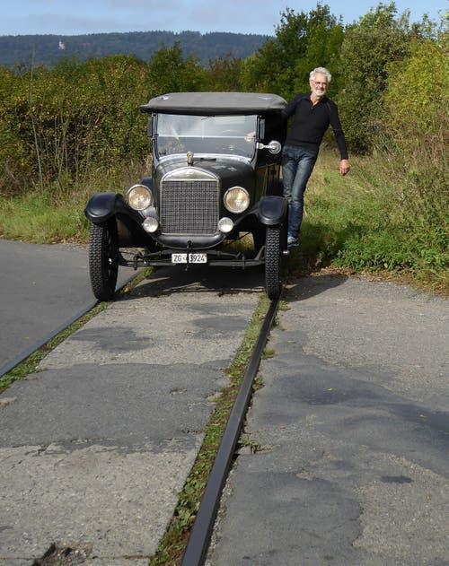 Die Räder der «Tin Lizzy» passen haargenau auf das Geleise einer eingestellten Bahnlinie in der Nähe von Prag. (Bild: PD)