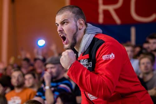 Stefan Reichmuth motiviert seine Teamkollegen.