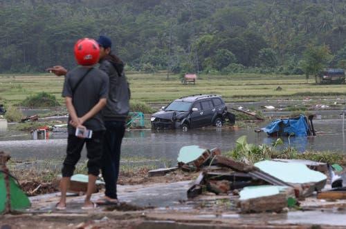 Einwohner in Carita nach dem Tsunami. (Bild: Achmad Ibrahim/AP (Carita, 23. Dezember 2018))