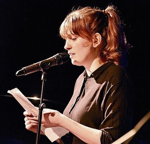 Julia Kubik präsentiert Bilder in Worten. (Bild: Bilder: Heidy Beyler)