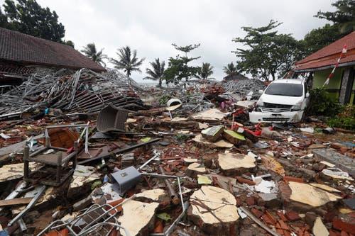 Die Schäden der Tsunami-Katatrophe sind enorm. Bild: Adi Weda / EPA
