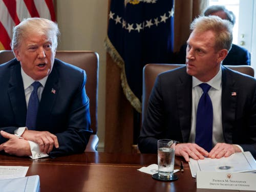US-Präsident Donald Trump hat Patrick Shanahan (rechts) per 1. Januar zum neuen Verteidigungsminister ernannt. (Bild: KEYSTONE/AP/EVAN VUCCI)