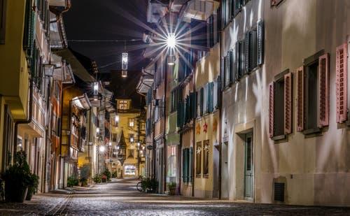 Weihnachtsstimmung in der Zuger Altstadt (Bild: Daniel Hegglin (Zug, 23. Dezember 2018))