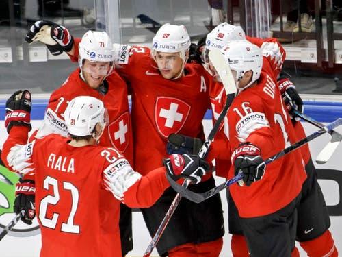 Wenig fehlte zum ganz grossen Triumph: Die Schweizer Eishockey-Nationalmannschaft verlor den WM-Final gegen Schweden erst im Penaltyschiessen (Bild: KEYSTONE/SALVATORE DI NOLFI)