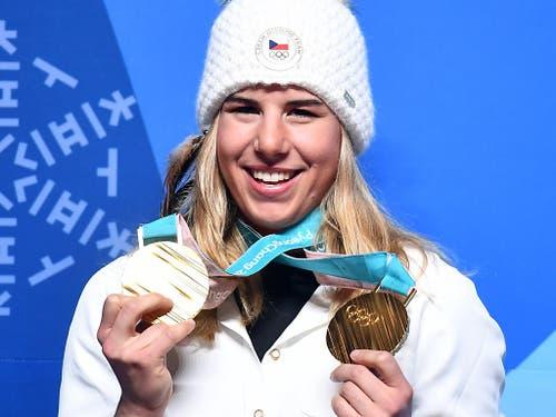 Sie schrieb die Geschichte der Olympischen Winterspiele in Pyeongchang: Die Tschechin Ester Ledecka gewann sowohl Gold mit den Ski im Super-G der Frauen als auch mit dem Snowboard im Parallel-Riesenslalom (Bild: KEYSTONE/EPA/CHRISTIAN BRUNA)