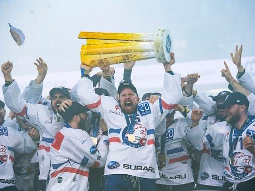 Der Abschied einer Legende: Der Schweizer Rekord-Internationale Mathias Seger beendete seine eindrückliche Karriere mit dem sechsten Meistertitel mit den ZSC Lions (Bild: KEYSTONE/TI-PRESS/ALESSANDRO CRINARI)