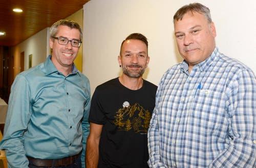 25. Oktober: Roland Huber (links) wird Kommandant der neuen Zivilschutz-Organisation Werdenberg, sein Stellvertreter ist Joachim Senn (Mitte). Franz Kendlbacher (rechts) ist der Chef des regionalen Führungsstabs. (Bild: Hansruedi Rohrer)