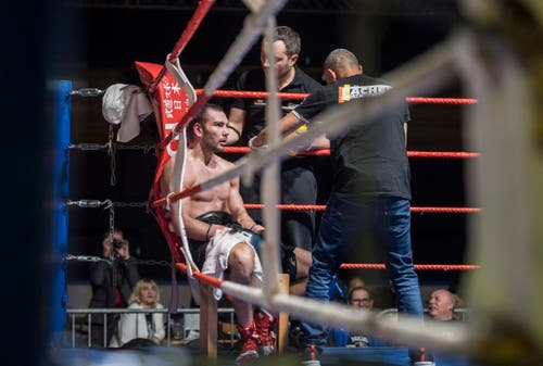 Boxing Day in der Bodensee-Arena in Kreuzlingen: Szenen vom Kampf Evgeny Shvedenko (Russland, blaue Handschuhe) gegen Roman Sharupa (Ukraine, weisse Handschuhe).