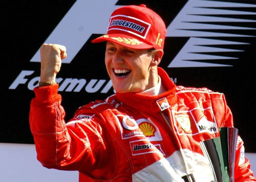Hier feiert der Ferrari-Fahrer seinen 74. Sieg am Formel-1-Grand-Prix in Italien. (Bild: EPA PHOTO/DPA/OLIVER MULTHAUP, 14. September 2003)