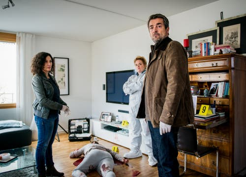 Liz Ritschard und Reto Flückiger beim Tatort. (Bild: Daniel Winkler/SRF)Zur Filmkritik