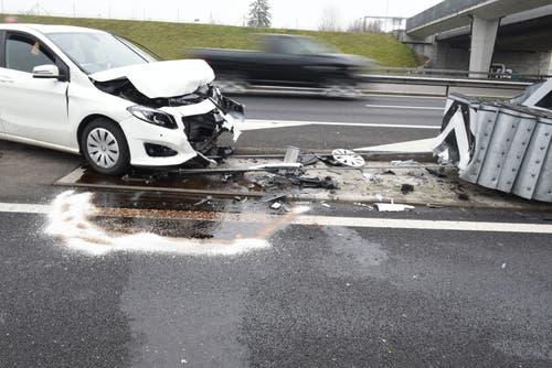 Buchrain - 27. DezemberEin Autofahrer fuhr in den sogenannten Anpralldämpfer bei der Autobahnausfahrt Buchrain. Er wurde dabei leicht verletzt. (Bild: Luzerner Polizei)
