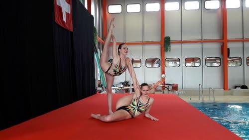 14. bis 15. April: An den Schweizer Meisterschaften gewannen die drei Synchronschwimmerinnen vom SC Flös, Vivienne Koch, Lara Mechnig und Noemi Pesch, gleich fünf Goldmedaillen. Bild: PD