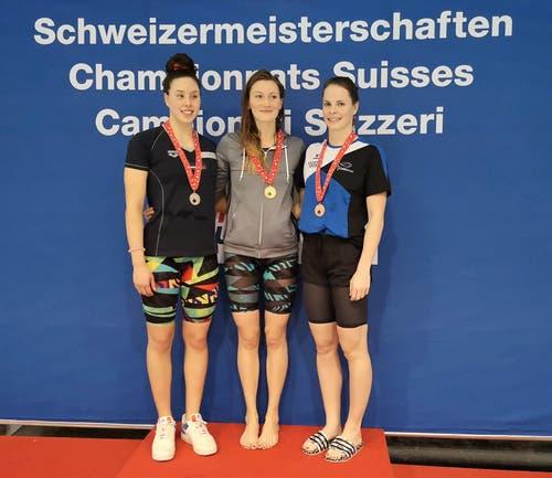 16. November: An den Schweizer Kurzbahn-Schweizer-Meisterschaften in Uster erschwamm sich die Sennwalderin Saskia de Klerk (rechts) die Bronzemedaille über 50 Meter Freistil.Bild: PD