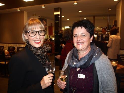 Gemeindepräsidentin Judith Odermatt (links) und Brigitte Isenschmid. (Bild Kurt Liembd (Oberdorf, 30. November 2018))