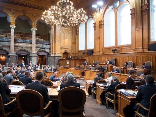 Rechnen im Ständeratssaal: Die kleine Kammer berät am Montagnachmittag den Bundeshaushalt für das Jahr 2019. (Bild: KEYSTONE/ANTHONY ANEX)