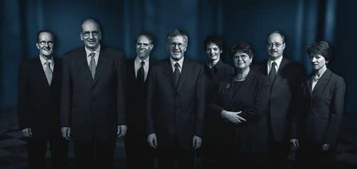 2002 (von links): Joseph Deiss, Pascal Couchepin, Moritz Leuenberger, Bundespräsident Kaspar Villiger, Ruth Metzler, Ruth Dreifuss, Samuel Schmid, Bundeskanzlerin Annemarie Huber-Hotz.