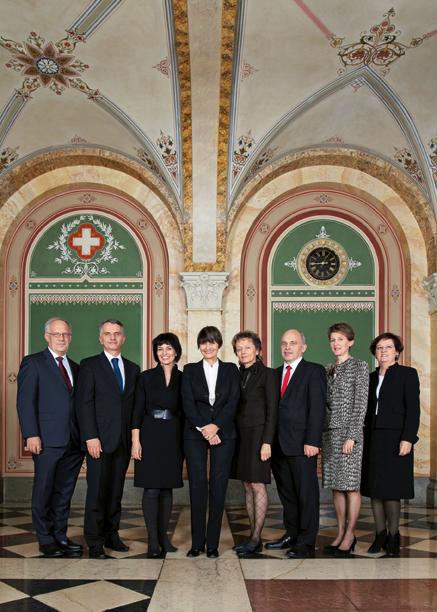 2011 (von links): Johann Schneider-Ammann, Didier Burkhalter, Doris Leuthard, Bundespräsidentin Micheline Calmy-Rey, Eveline Widmer-Schlumpf, Ueli Maurer, Simonetta Sommaruga, Bundeskanzlerin Corina Casanova.