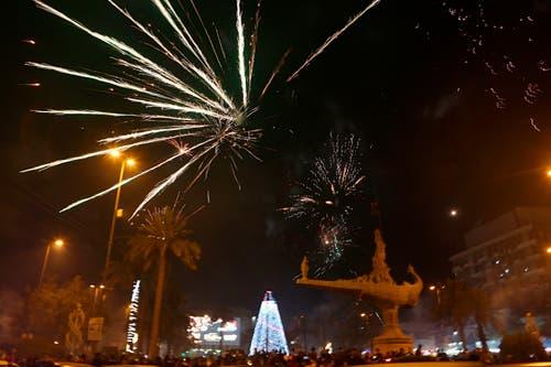 Irak: In Bagdad treffen sich die Menschen zum Jahreswechsel. (Bild: AP Photo/Khalid Mohammed)