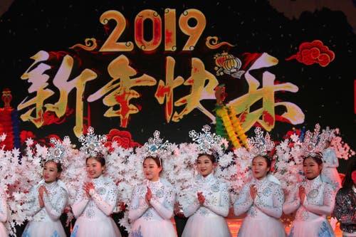 China: Tänzerinnen bei einer Silvester-Veranstaltung in Peking. (Bild: KEYSTONE/ AP Photo/Ng Han Guan)
