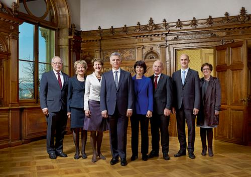 2014 (von links): Johann Schneider-Ammann, Eveline Widmer-Schlumpf, Simonetta Sommaruga, Bundespräsident Didier Burkhalter, Doris Leuthard, Ueli Maurer, Alain Berset, Bundeskanzlerin Corina Casanova.