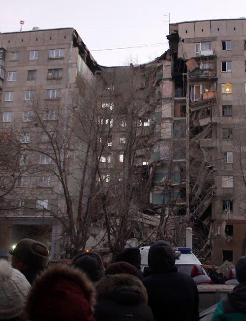 Am Montag kam es in einem Mehrfamilienhaus in Magnitogorsk am Ural zu einer Gasexplosion, dabei wurden mehrere Menschen verletzt. (Bild: Keystone/Ilya Moskovets)