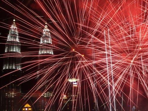 Spektakel in Kuala Lumpur, der Hauptstadt Malaysia (Bild: Keystone/EPA/FAZRY ISMAIL)