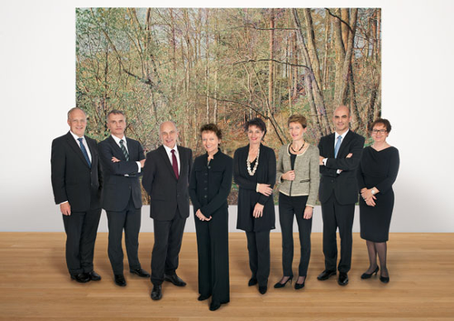 2012 (von links): Johann Schneider-Ammann, Didier Burkhalter, Ueli Maurer, Bundespräsidentin Eveline Widmer-Schlumpf, Doris Leuthard, Simonetta Sommaruga, Alain Berset, Bundeskanzlerin Corina Casanova.
