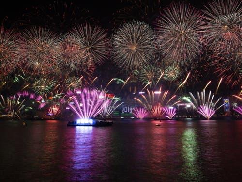 Feuerwerk in Hongkong (Bild: Keystone/EPA/ALEX HOFFORD)