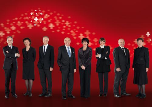 2009, Bild 2 (von links): Didier Burkhalter, Eveline Widmer-Schlumpf, Moritz Leuenberger, Bundespräsident Hans-Rudolf Merz, Doris Leuthard, Micheline Calmy-Rey, Ueli Maurer, Bundeskanzlerin Corina Casanova.