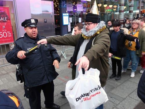 USA: Grosse Sicherheitsvorkehrungen am Times Square in New York. (Bild: KEYSTONE/AP Photo/Ted Shaffrey)