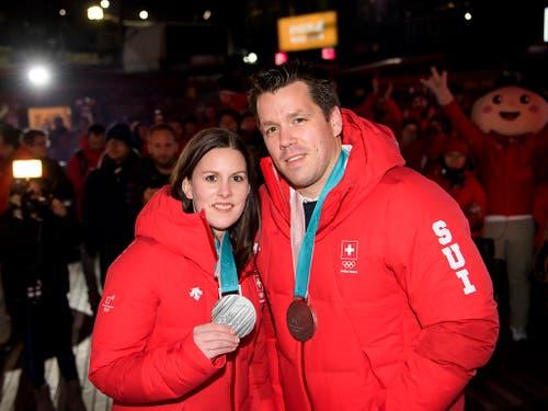 Jenny Perret und Martin Rios «chifleten» sich in die Herzen des TV-Publikums und eröffneten den Schweizer Medaillenreigen an den Olympischen Winterspielen in Südkorea (Bild: KEYSTONE/JEAN-CHRISTOPHE BOTT)