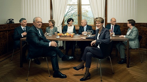 2015 (von links): Didier Burkhalter, Johann Schneider-Ammann, Eveline Widmer-Schlumpf, Doris Leuthard, Ueli Maurer, Bundespräsidentin Simonetta Sommaruga, Alain Berset, Bundeskanzlerin Corina Casanova.
