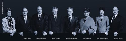 2001 (von links): Bundeskanzlerin Annemarie Huber-Hotz, Joseph Deiss, Pascal Couchepin, Kaspar Villiger, Bundespräsident Moritz Leuenberger, Ruth Dreifuss, Ruth Metzler, Samuel Schmid.
